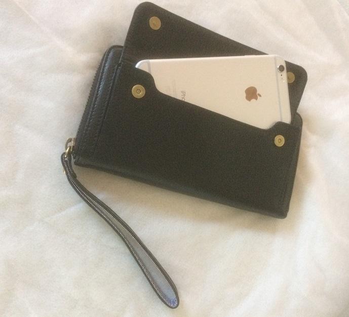 【送料無料】スマホも入る「スマートフォンウォレット」手首ストラップ付きiPhone8Plusなど大きいスマホも入る / スイス発カーフレザー製 ブラック