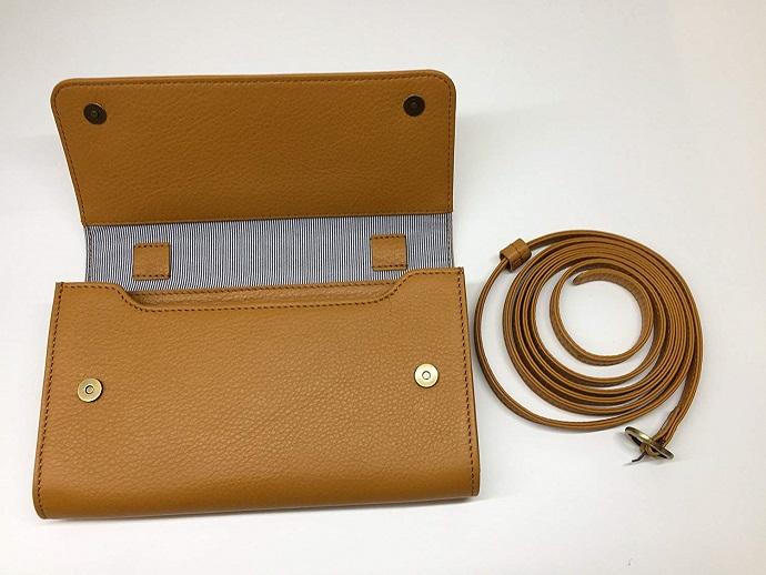 【送料無料】[ビッグサイズ] スイス発のお財布にもなる 「ショルダーミニバッグ・プラス」 iPhone 6Plus, 7Plusなど大きいスマホ向け / カーフレザー製ウォレット マスタード