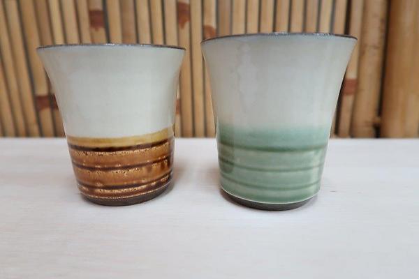 小鹿田焼ペアーカップ【刷毛・茶色・緑色】