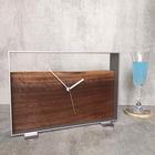 木とスチールの置き時計<D>