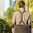 スーツでバイクに乗るにも、ビジネスバッグを背負えるショウンダーベルト M。特許出願中。送料無料。D