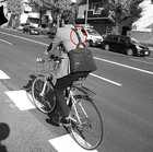 スーツで自転車に乗るにもビジネスバッグを背負える、ショウンダーベルトM。特許出願中。送料無料。E