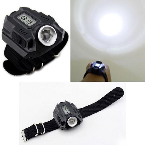 夜のお散歩やアウトドアに!■CREE社XPE搭載強力ライト付き腕時計【送料無料】 充電式 便利 ライト 腕時計 便利 作業 散歩 アイディア商品 【外】