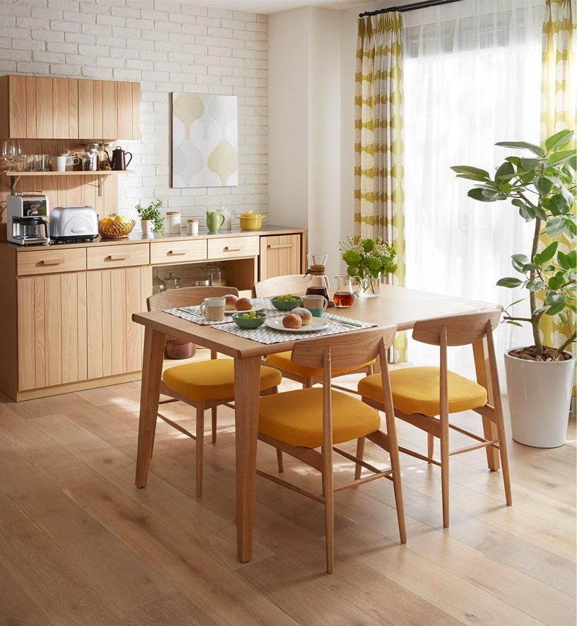 「YUNO ユノ」シリーズは、シンプルなデザインで天然木の上質な風合いにこだわり実用性を兼ね備えたオリジナルシリーズ。